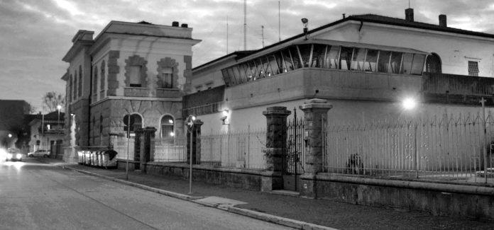 Volantino distribuito sabato 26 a Udine davanti al SERT