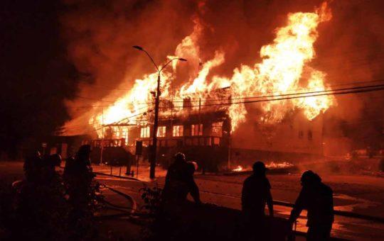 Riots in Chile, vaccini in carcere, violenze a Foggia, Slovenia e altro