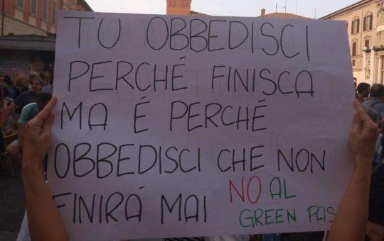 Napoli: appello alla lotta contro green pass e vaccinazione obbligatoria